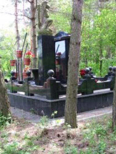 Одна из статусных могил